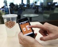 Робот-бариста и смартфон