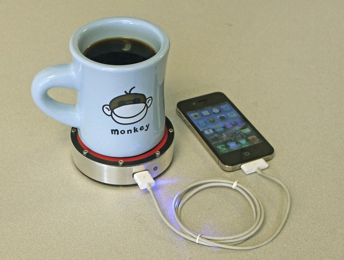 Зарядить гаджеты можно с помощью горячего кофе
