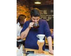 Молодежь будет ходить с кофе, а не с бутылками пива