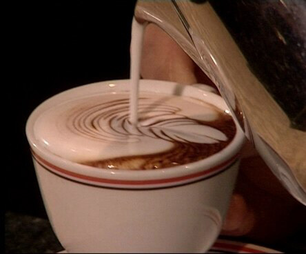 Цветы в чашке кофе: мастер-класс по латте-арту прошел во Владивостоке