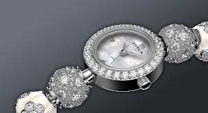 Идеальный подарок — серебряные часы из магазина Daru