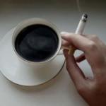 Если не удается бросить курить, полезно пить больше кофе