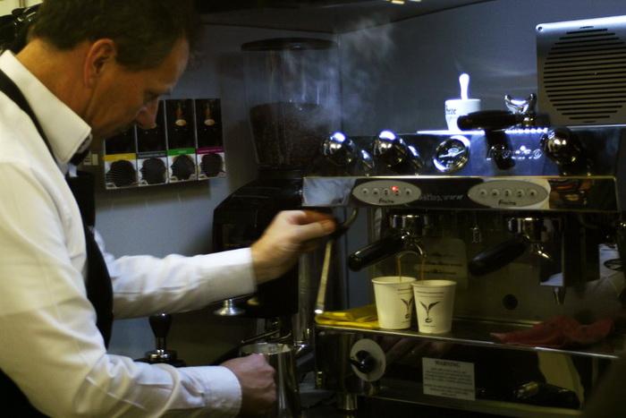 Деньги с продажи кофе в Петербургских кафе пойдут в фонд помощи бездомных