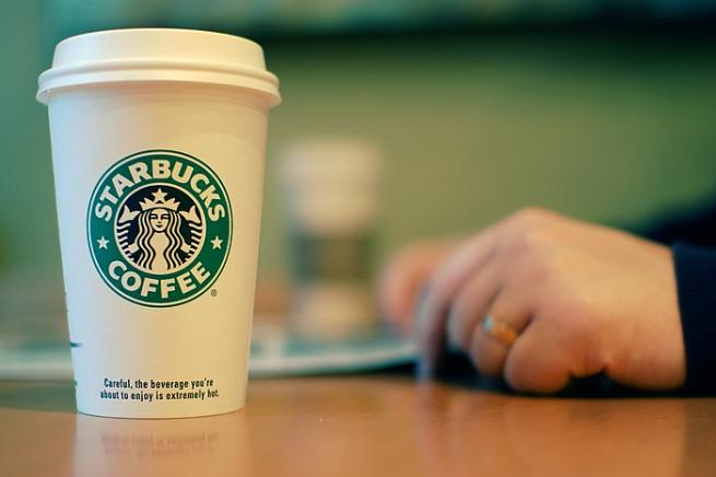 Кофе в Starbucks смогут оплачивать с помощью смартфона