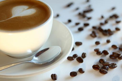 Кофе со свитой