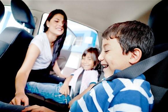 Как безопасно перевозить детей?
