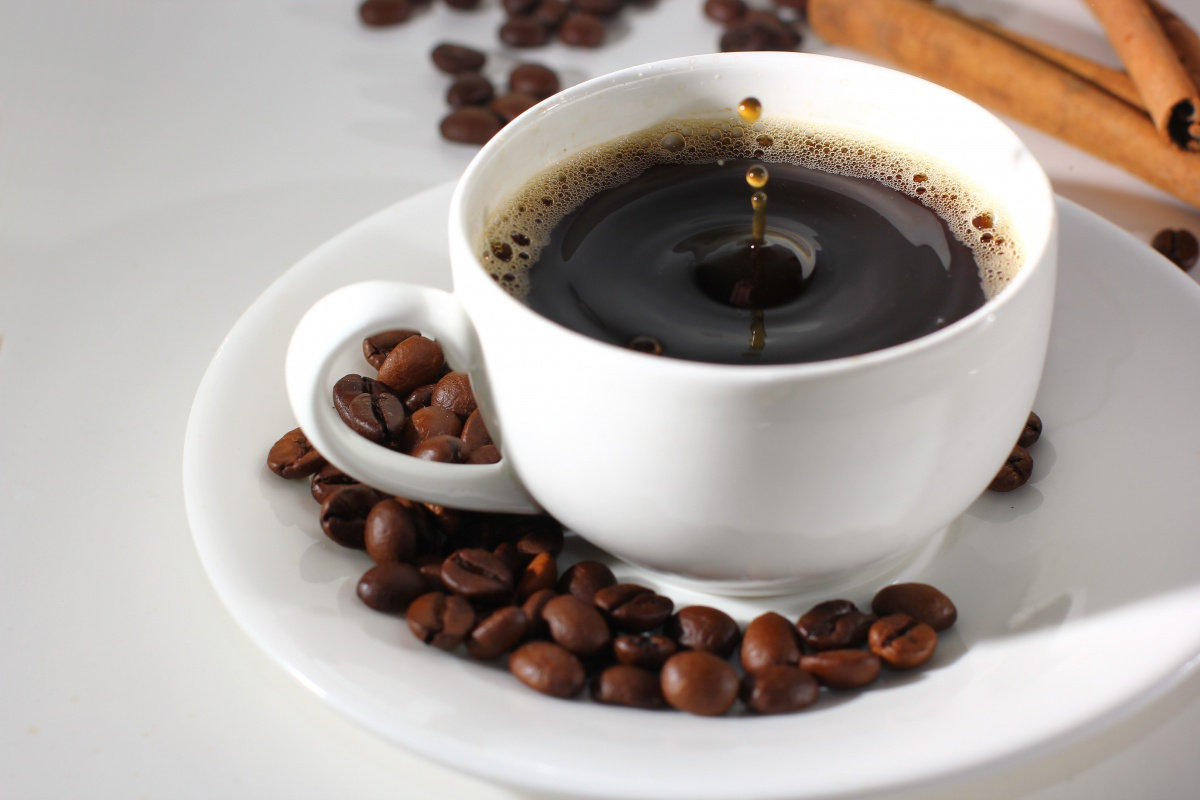 2-3 чашки кофе в день помогают мозгу распознать слова с позитивным значением