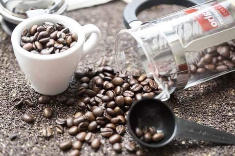 Кофе негативно влияет на размер женской груди