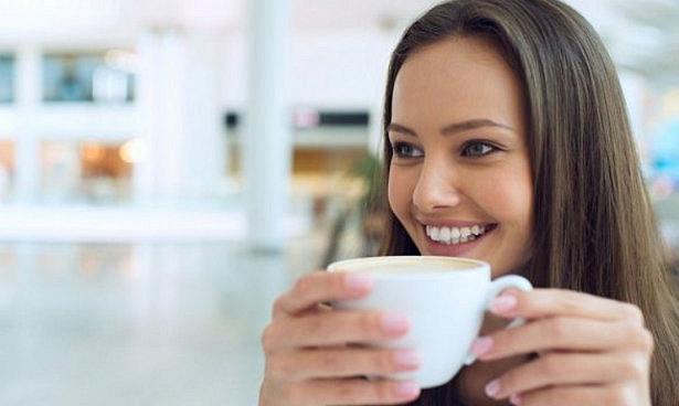 Любители кофе и вина могут сохранить белые зубы