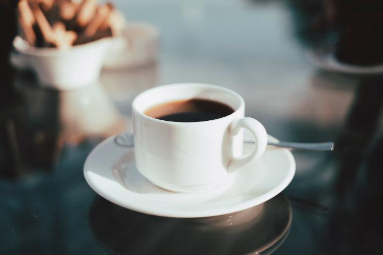 Почему вы не должны пить кофе на пустой желудок