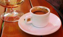 Алкоголь с кофеином меняет мозг подростков