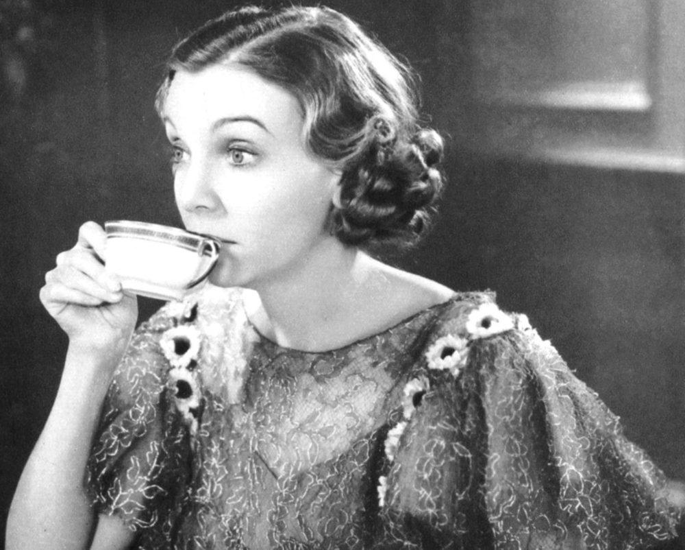 Почему женщинам нельзя пить больше трех чашек кофе в день