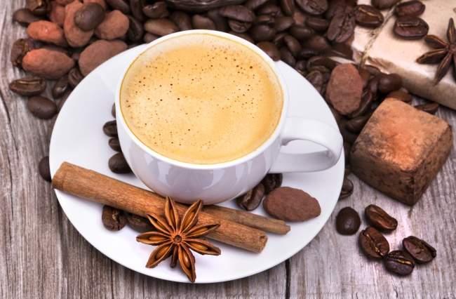 Медики рассказали, почему женщинам вредно пить кофе