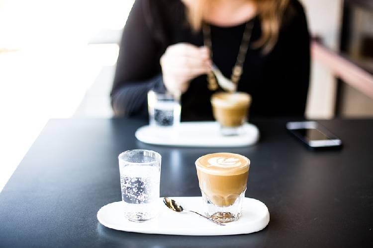 Нужно ли запивать кофе водой
