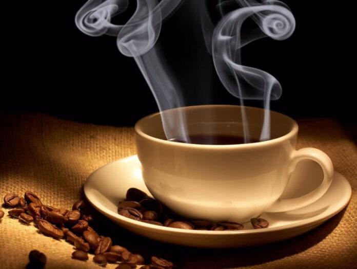 Медики рассказали, чем вреден горячий кофе