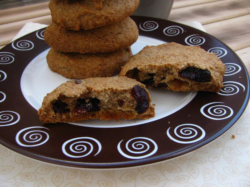 Кофейное печенье с шоколадом и вяленой клюквой