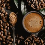 Что будет, если добавлять кокосовое масло в кофе? Полезные свойства такой комбинации
