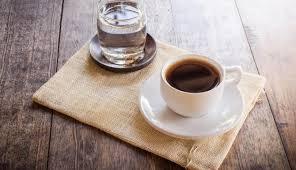 Почему кофе подают с водой?