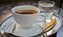 Зачем нужно пить воду после кофе?
