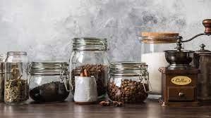 Как правильно хранить кофе? Шкаф, холодильник или морозилка?