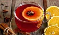 Пряный клюквенный чай с лимоном и мёдом