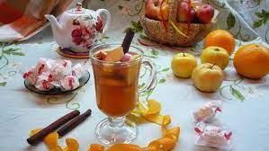 Яблочный чай с медом и изюмом