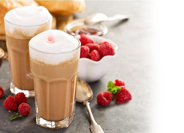 Малиновый кофе с молоком